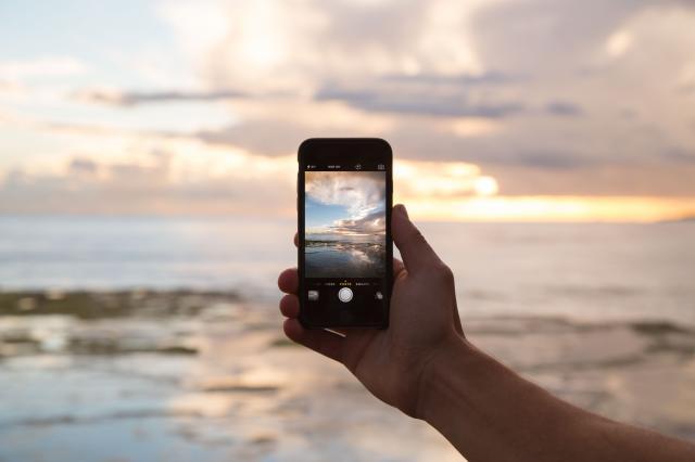 POSITIVT PÅ SEMESTERN. Den fria roamingeni Europa med möjlighet att hålla kontakten med nära och kära har medfört ökad semestertrivsel.