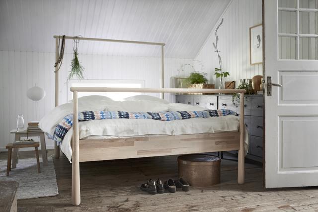 OLIKA KROPPSTYPER. Det funkar att välja olika slags sängar som man sedan binder ihop med en gemensam bäddmadrass till en dubbel. Foto Ikea.