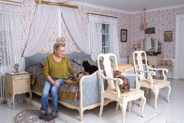 I STIL. Stina har lagt mycket tid på att hitta inredning som passar huset från 1728.
