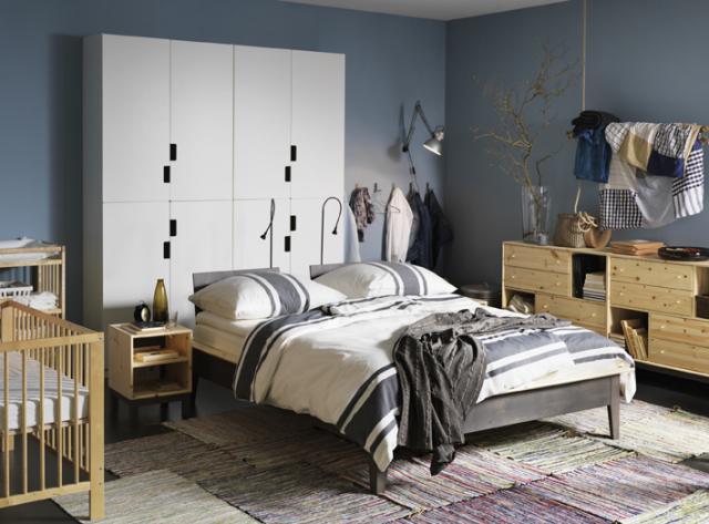 """GAVELLÖST. Testa att möblera med sängen i rummet istället för med gaveln mot en vägg. Tänk dock på att värna """"trygg-i- ryggen-känslan"""". Foto IKEA."""
