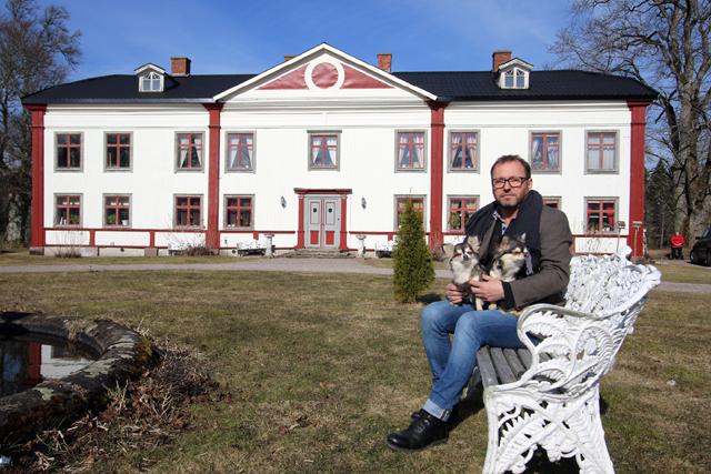REPORTAGE.Carl-Roger Bohman på sin gård Grimmestorp medverkade i ett reportage i Gård & Villa. Nedan kan du ladda ner hela reportaget.