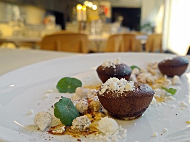 EFTERRÄTT. Chokladbakelse med lakritsmaräng. Foto Receptomaten.