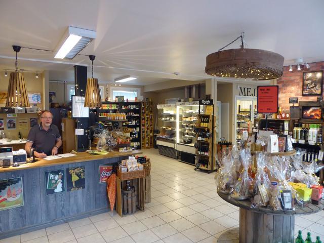 SAMLAT. Saluhallen i Falköping är en praktisk anhalt för den som inte hinner resa runt och shoppa direkt hos producenterna.