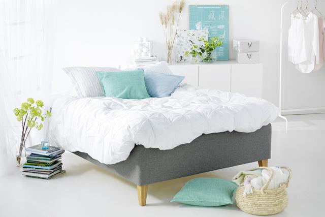 <span>VID NYINK&Ouml;P. Provligg länge och utan att ha ytterkläderna på. Be även att få prova sängen med olika val av bäddmadrasser. Foto Hilding Anders.</span>