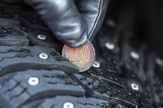 SKIFTA. Dags att byta fram mot bak närframdäcken är över 2 millimeter mer slitna än bakdäcken.