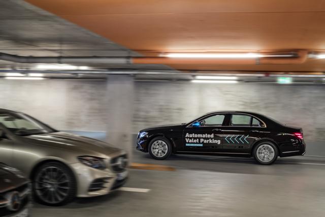 SJÄLVPARKERANDE BILAR.Parkering kommer snart att bli en helautomatiserad process som sparar tid och yta.