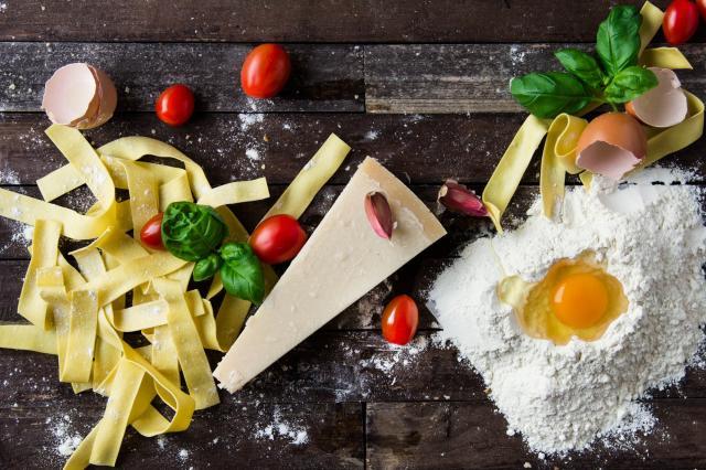 FRYS IN.Ibland hinner man helt enkelt inte använda upp all mat innan sista förbrukningsdagen närmar sig. Då är frysen hjälten som räddar maten från soporna.Foto Pixabay.