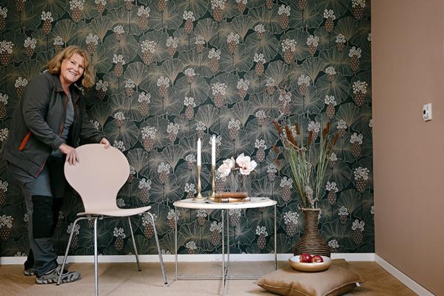 INREDNINGSSUGEN? På Colorama i Tibro finns massor med inspiration hämtad från säsongens trender på golv och väggar. – Vi hjälper dig att hitta den inredningsstil som du trivs med, säger inredaren Pia Årebo.