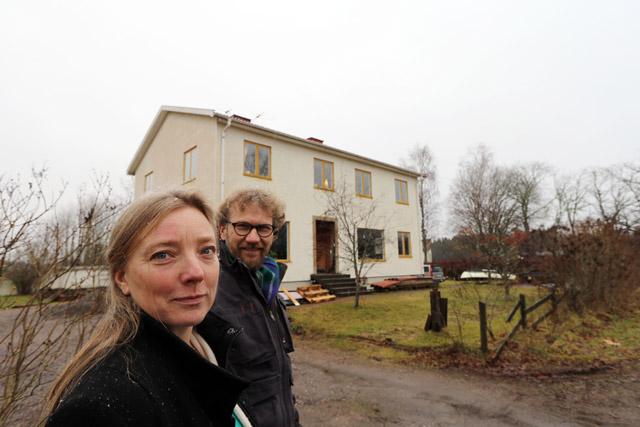DRÖMHUSET. Ett väl tilltaget vardagsrum med utsikt över nejden avgjorde saken. Här skulle Martin och Ulrika bo! Bottenvåningen, där var perfekt för ett litet möbelsnickeri.