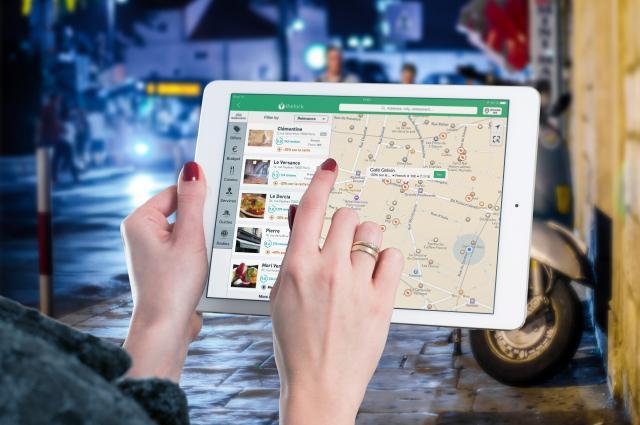 <span>FRI ROAMING I EUROPA. Nu är det lättare att använda karttjänsterna på semestern och hitta de lokala smultronställena och de bästa restaurangerna.</span>