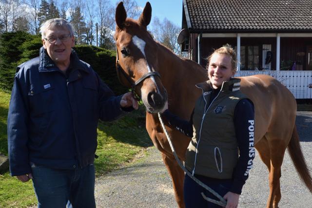 GENERATIONSBOENDE. Tre generationer Karlsson bor på hästgården i Tollered.