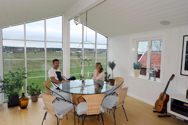VÄLRUSTAT.– Egentligen var väl det tänkt att huset skulle rivas för att ge plats för ett villaprojekt, men vi tyckte att det var värt att räddas, säger Carl-Johan och Margareta Lindholm.