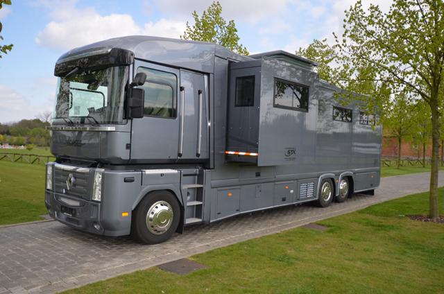 OTROLIGT BRETT SORTIMENT. Se fler lastbilar för häst! Klicka på bilden.