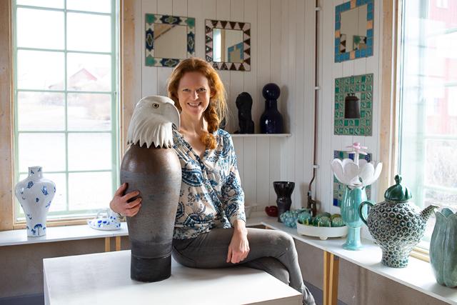 FRIHET. Keramikern och bildläraren Anna Wennerstrand flyttade från keramiskt arbete på Gustavsberg i Stockholm till egen ateljé i Broddetorp.
