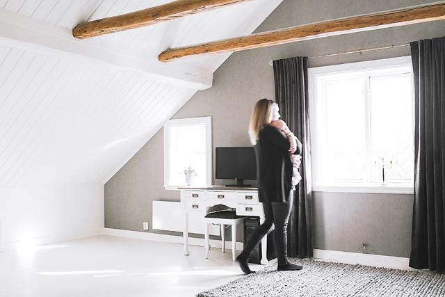 HISTORISKA VINGSLAG. Jenny och Tomas har förändrat det lilla arrendetorpet till ett harmoniskt hem i jordiga toner.