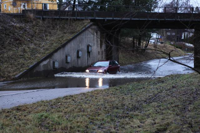 RUSK. Höstregnet riskerar att orsaka översvämningar. Något som kan bli en dyr historia. Foto Anders Ekström Flickr.