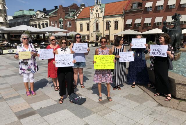 UPPMÄRKSAMMA! Kvinnohuset Tranan i Skövde har hjälpt kvinnor i 30 år. Marie Ekman ordförande: – Nästan alla människor känner till någon kvinna som blivit utsatt för våld. Ducka inte nästa gång du ser något. Våga fråga: Hur mår du? Och berätta att det finns hjälp att få.